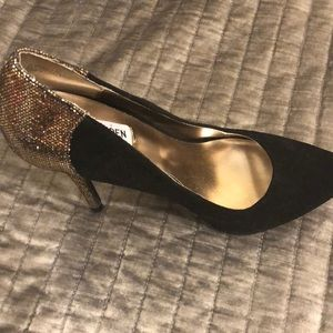 Black suede pumps with glitter detail